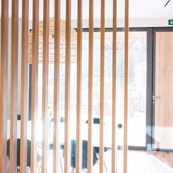 OFICINA CORA, Jose Bergamin, Madrid. Reforma Cora Arquitectura Interior-Detalle celosia de madera