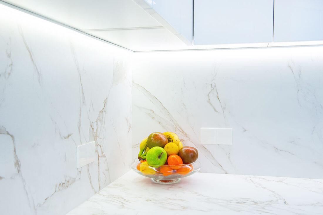 Reforma cocina, Madrid - Reforma Cora Arquitectura Interior. Detalle encimera de silestone veteada.